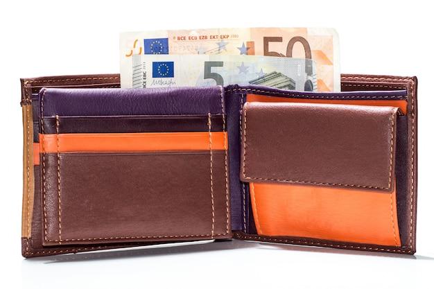Sluit omhoog van euro papiergeld in portefeuille