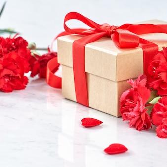 Sluit omhoog van het concept van de de groetgift van de moederdag.