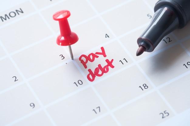 Sluit omhoog van het woord van de loonschuld op kalender