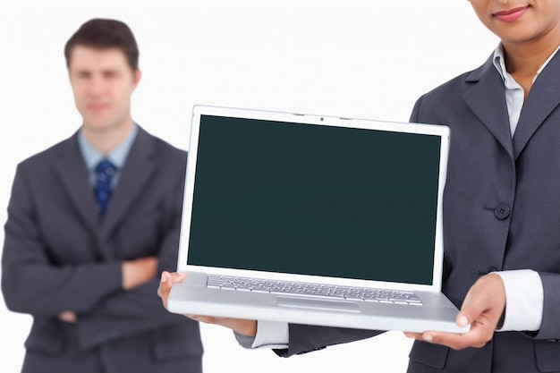 Sluit omhoog van laptop het scherm dat door salesteam wordt voorgesteld