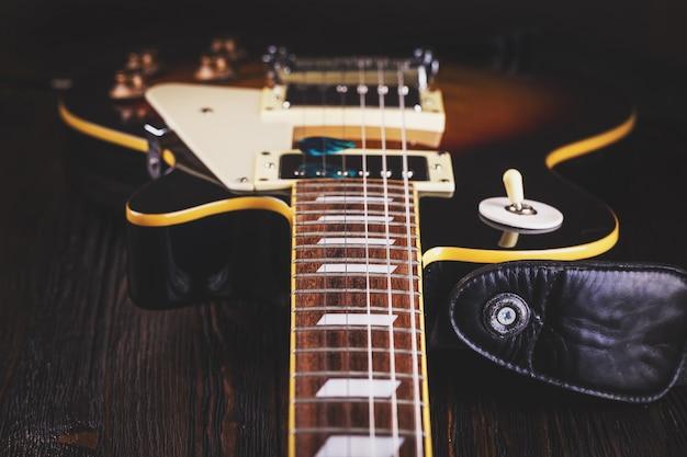 Sluit omhoog van muziekgitaar
