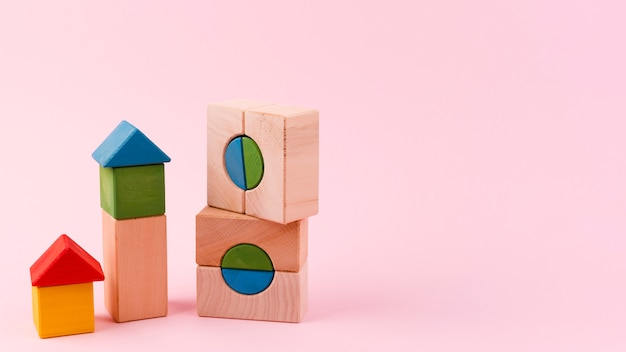 Sluit omhoog van stuk speelgoed blokken