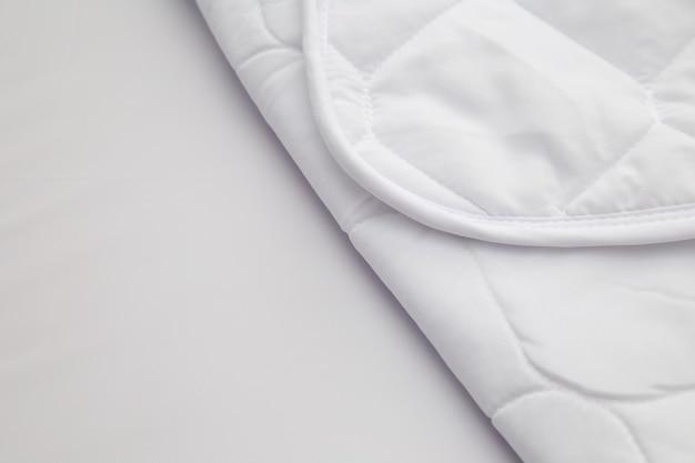 Sluit omhoog van witte het patroonachtergrond van het matrasbeddegoed