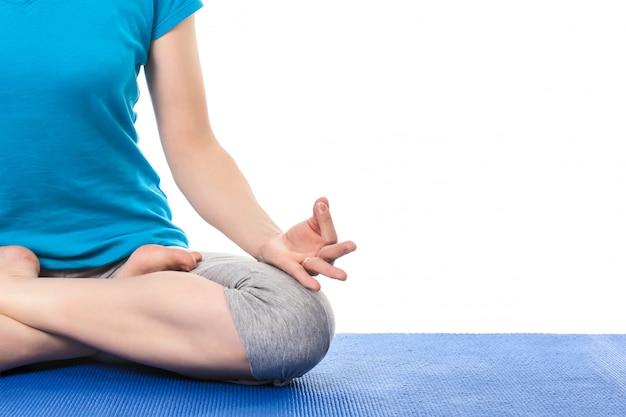 Sluit omhoog van yoga padmasana (lotus stelt) met chin mudra - psych