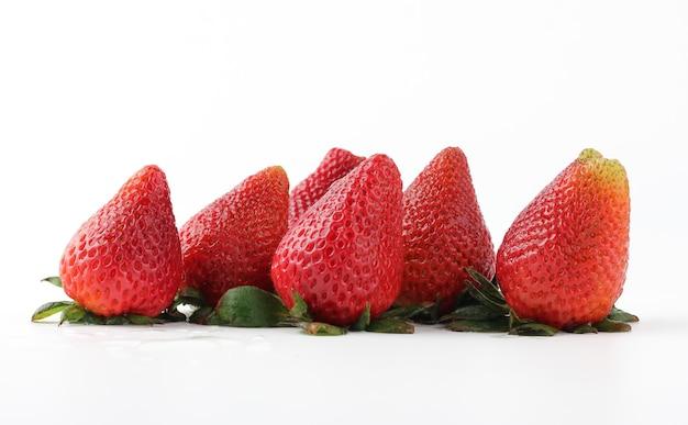 Sluit omhoog verse aardbeien in studio