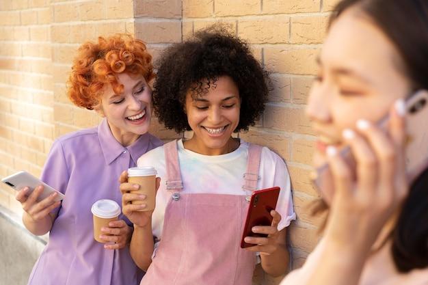 Sluit smileyvrienden met smartphones