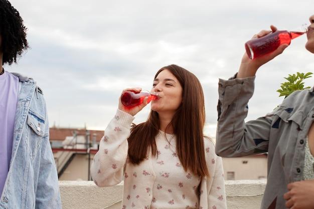 Sluit vrienden af met een drankje