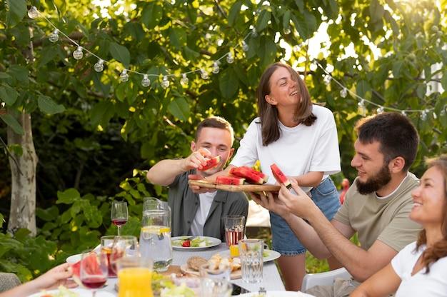 Sluit vrienden af met heerlijke watermeloen