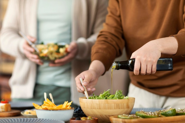 Sluit vrienden samen koken