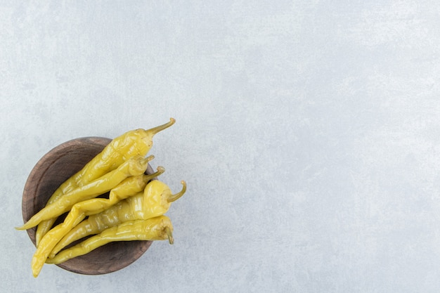 Smaakvolle peper en stok op een bord