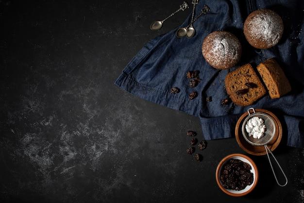 Smakelijk arrangement van bakkerijsnoepjes