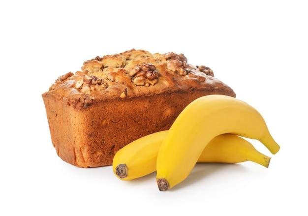 Smakelijk bananenbrood op wit