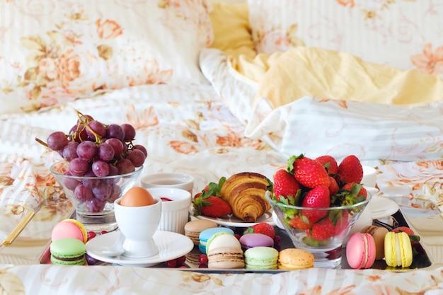 Smakelijk ontbijt in de ochtend