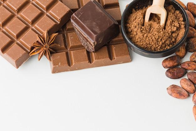 Smakelijke chocolade met kopie ruimte