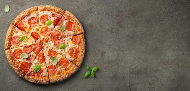 Smakelijke pepperonispizza.