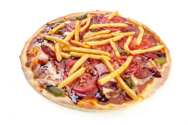Smakelijke pizza die op wit wordt geïsoleerd