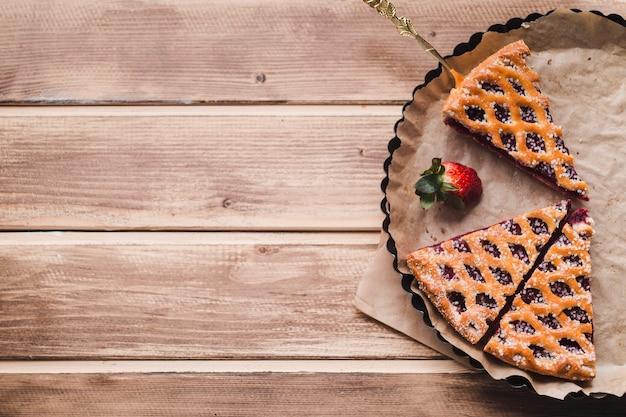 Smakelijke taart serveert op ovenschaal
