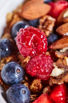 Smakelijke zomervruchten als concept van schoon biologisch dieet
