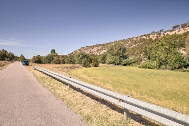 Smalle asfalt bergweg