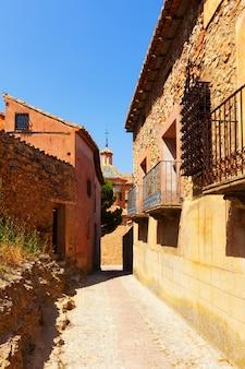 Smalle straat van de oude stad in de zomer