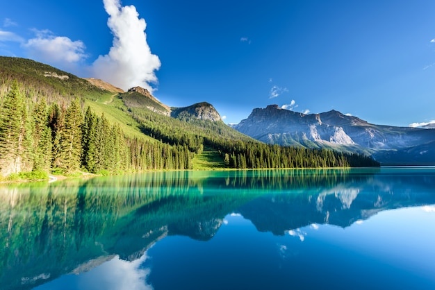 Smaragdgroen meer, het nationale park van yoho, brits colombia, canada
