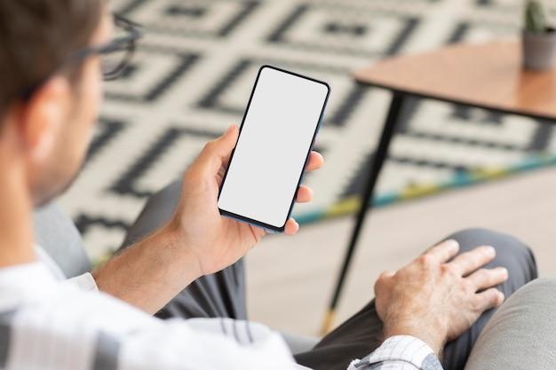 Smart home-app op een telefoon