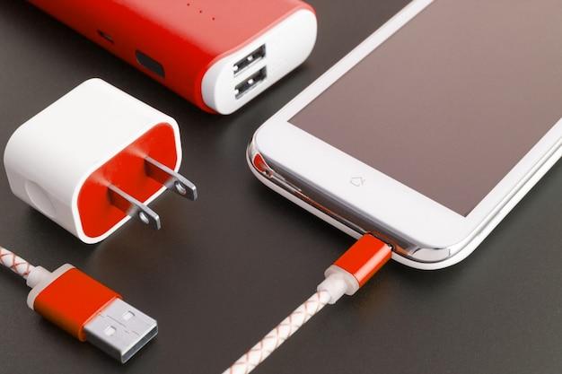 Smartphone-batterij en usb-oplaadkabel