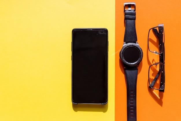 Smartphone, bril en smartwatch