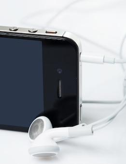 Smartphone met oortelefoons