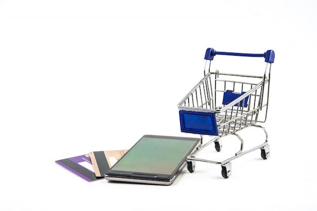 Smartphone met winkelwagentje op witte achtergrond