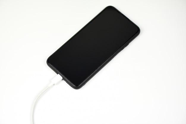 Smartphone nieuwe snelle usb type-c-poort op mobiele telefoon en kabel - usb type c laad telefoontechnologie snel op