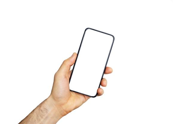 Smartphone (telefoon) leeg scherm in een hand. zwarte smartphone die op witte achtergrond wordt geïsoleerd. leeg telefoonscherm voor afbeelding en ontwerp