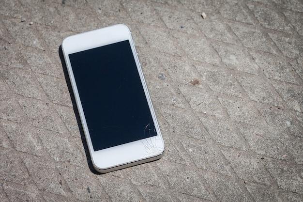 Smartphone valt op de grond en schermschade