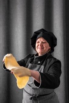 Smiley chef-kok met deegblad