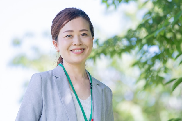 Smiley japanse zakenvrouw