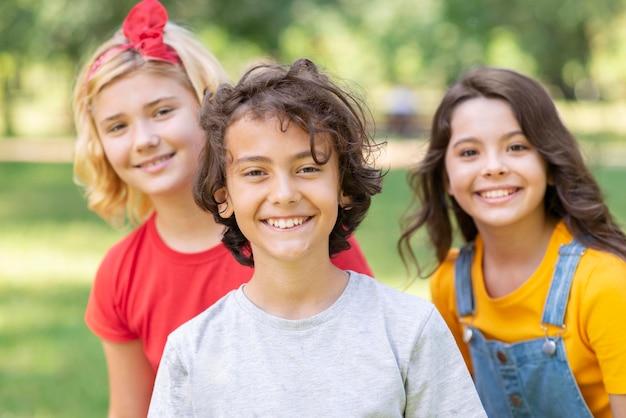 Smiley kinderen buiten