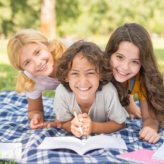 Smiley kinderen schrijven