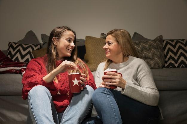 Smiley moeder en dochter samen