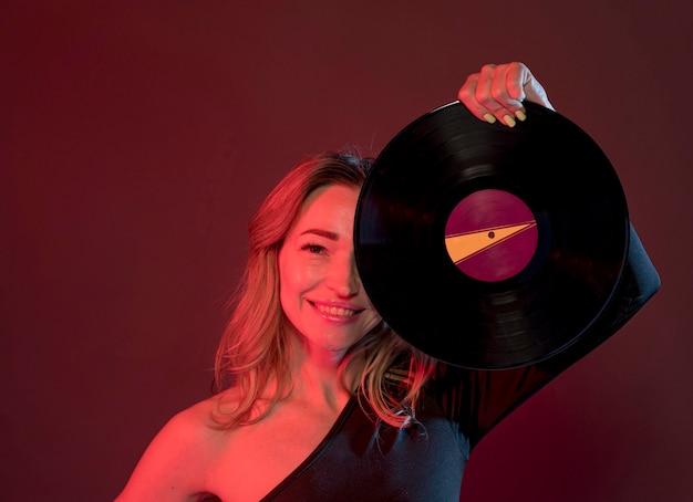 Smiley vrouw met vinyl
