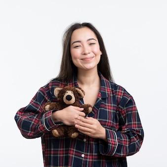 Smiley vrouwtje met teddybeer