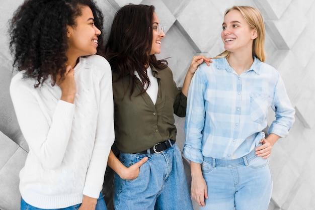 Smiley zakelijke vrouwen