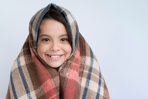 Smileymeisje met de winterdeken
