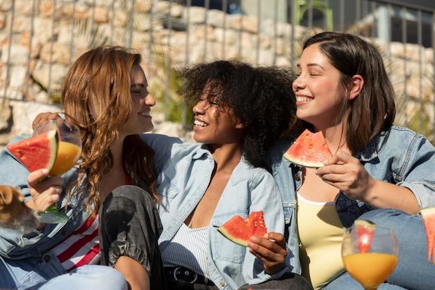 Smileyvrouwen met watermeloen