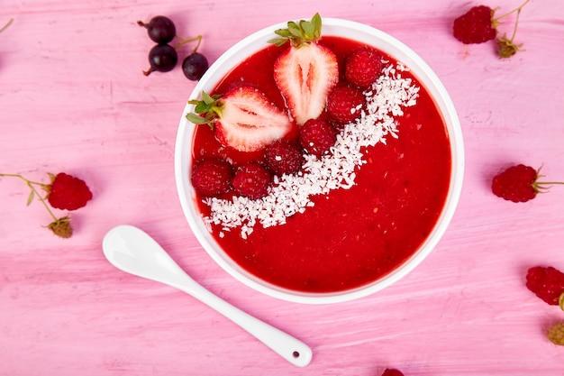 Smoothie-kommen. gezonde ontbijtkom