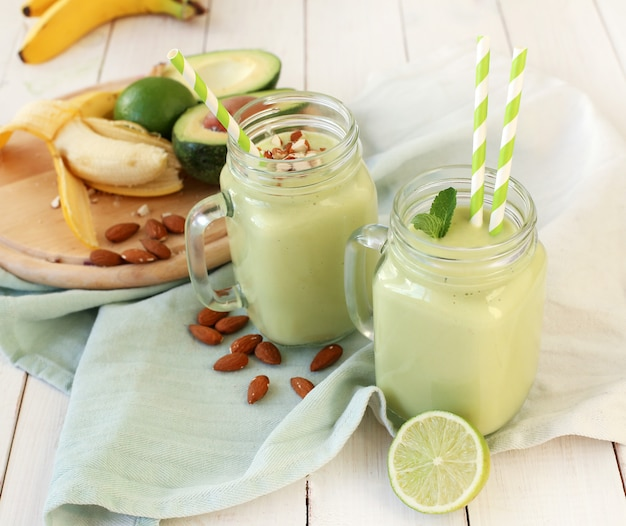 Smoothie met avocado en banaan