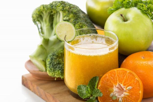 Smoothie van appels, sinaasappel en broccoli