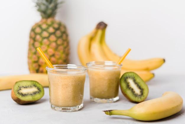 Smoothies van banaan en kiwi