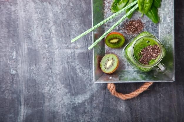 Smoothies van groene groenten en fruit