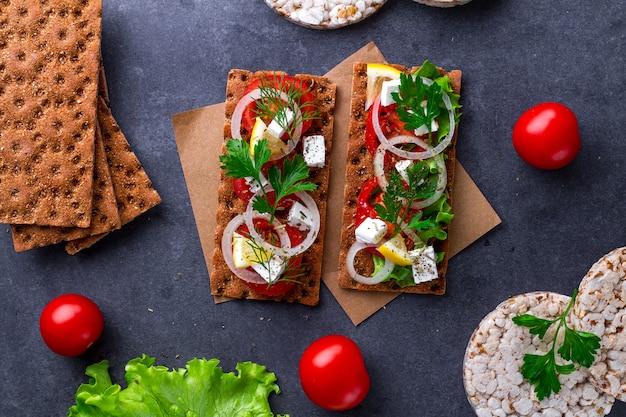 Snackbrood en geschiktheid die met groenten eten