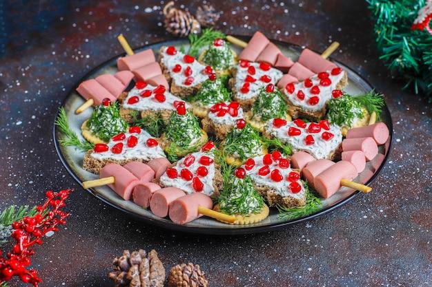 Snacks in de vorm van een kerstboom.